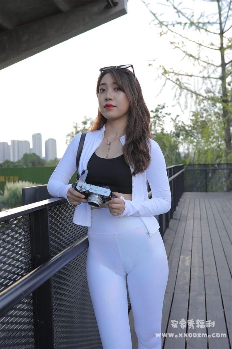 紧身瑜伽裤辣妹户外摄影写真 光看动图你都受不鸟~【800P/8V/22.3GB】