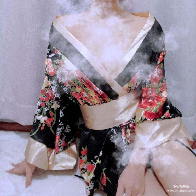 撩汉出品低胸高开叉和服睡裙睡衣 太惊艳了