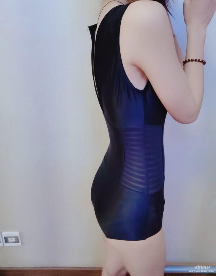 黑色保守三角性感遮肚修身显瘦泳衣 显身材有点小性感