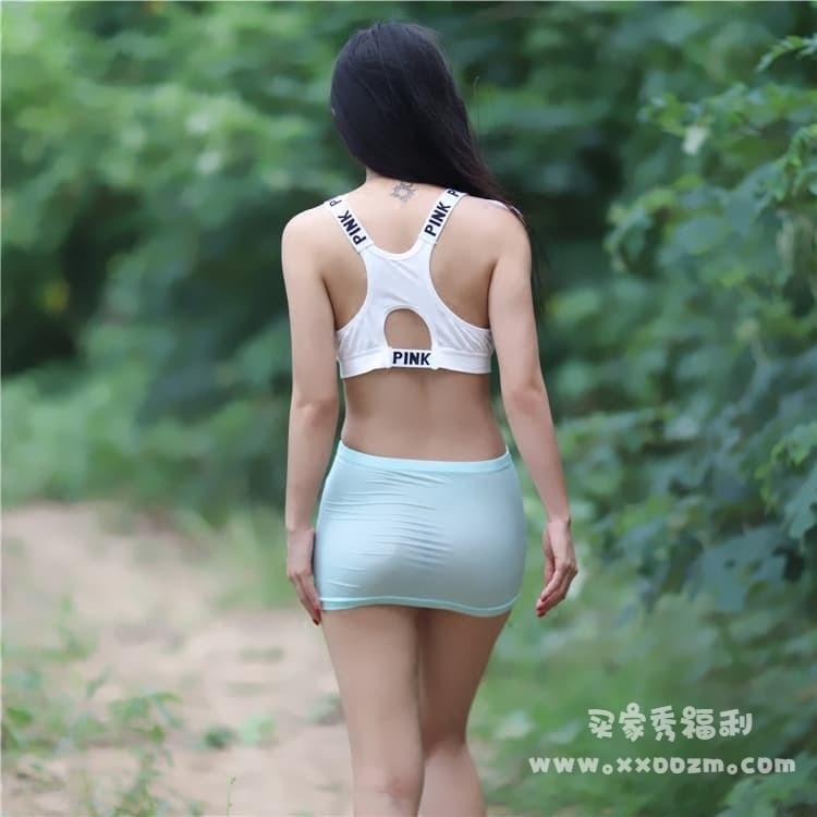 性感包臀冰丝露出户外透视紧身裙短裙 有点短哦~