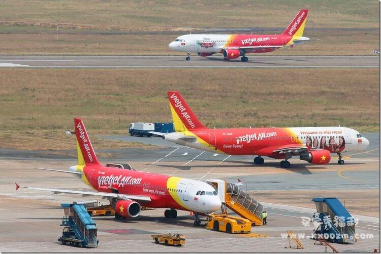 全世界最香艳的航班,比基尼空姐让人流连忘返。