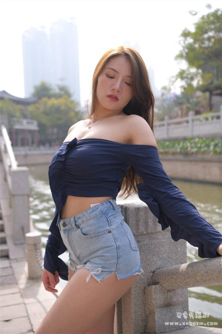 蓝色抹胸F级的小姐姐街拍写真视频下载【712P/1V/25GB】