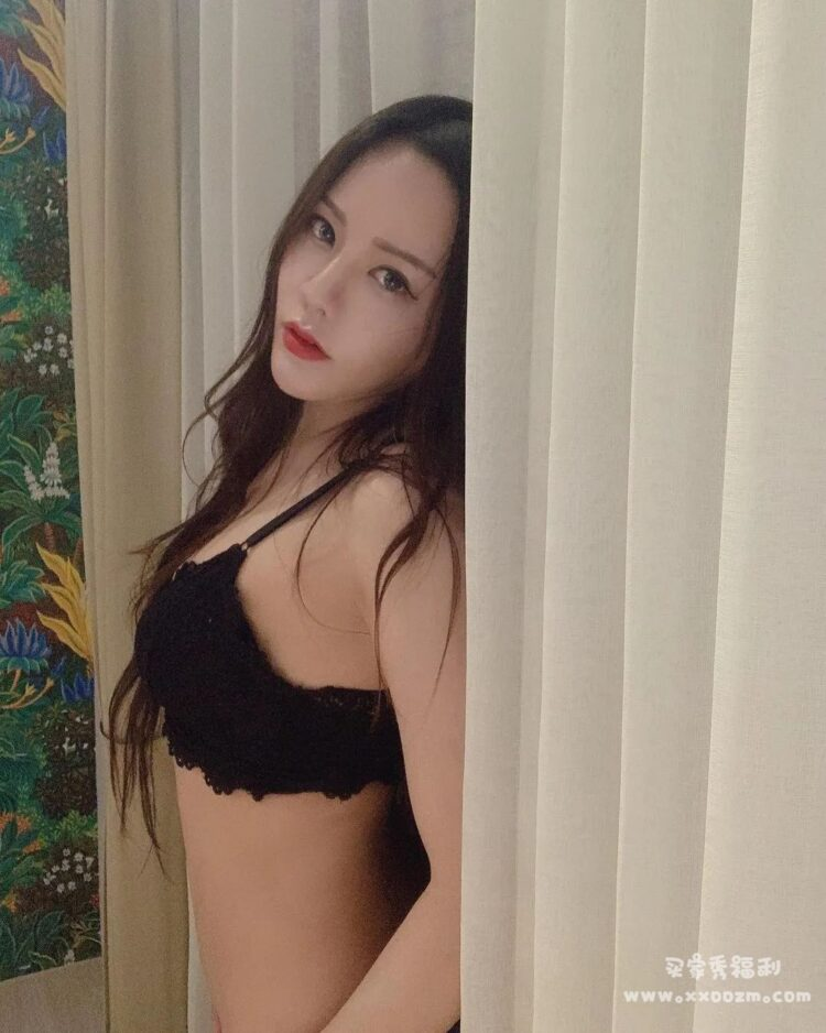 火辣度爆表的超级网红女神 心心儿 生活照自拍下载【235P/61MB】