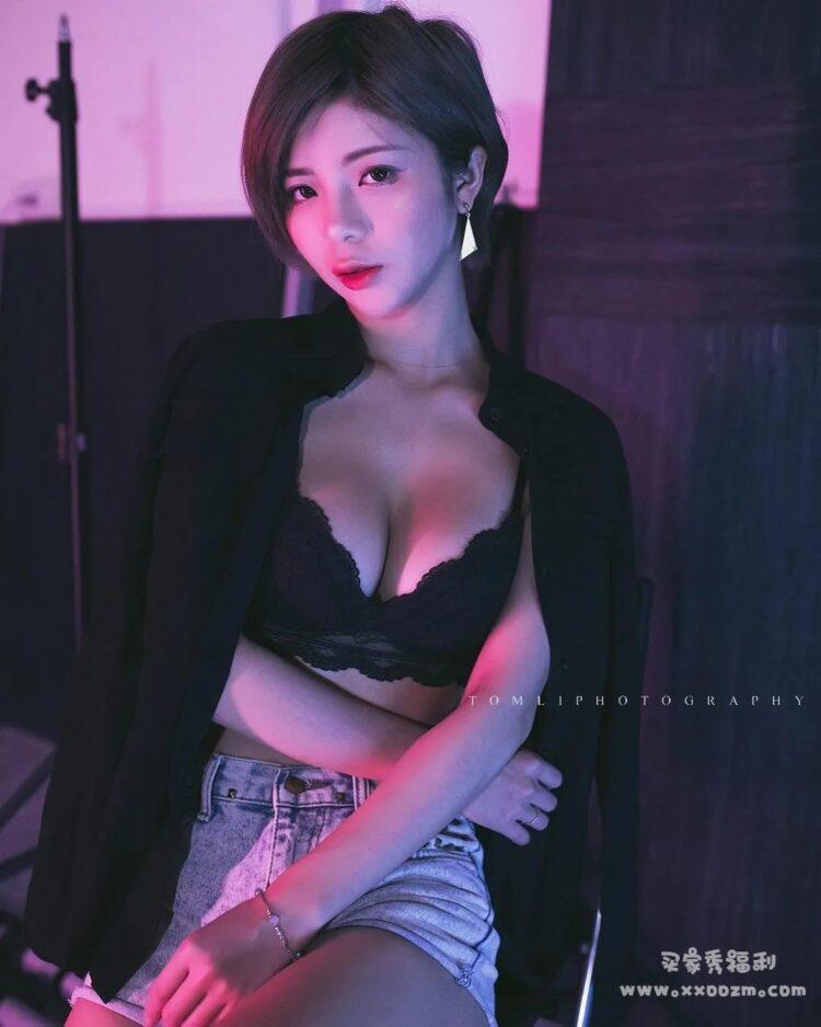 短发模特S逆天曲线 小米恩 生活照自拍视频下载【472P/9V/107MB】