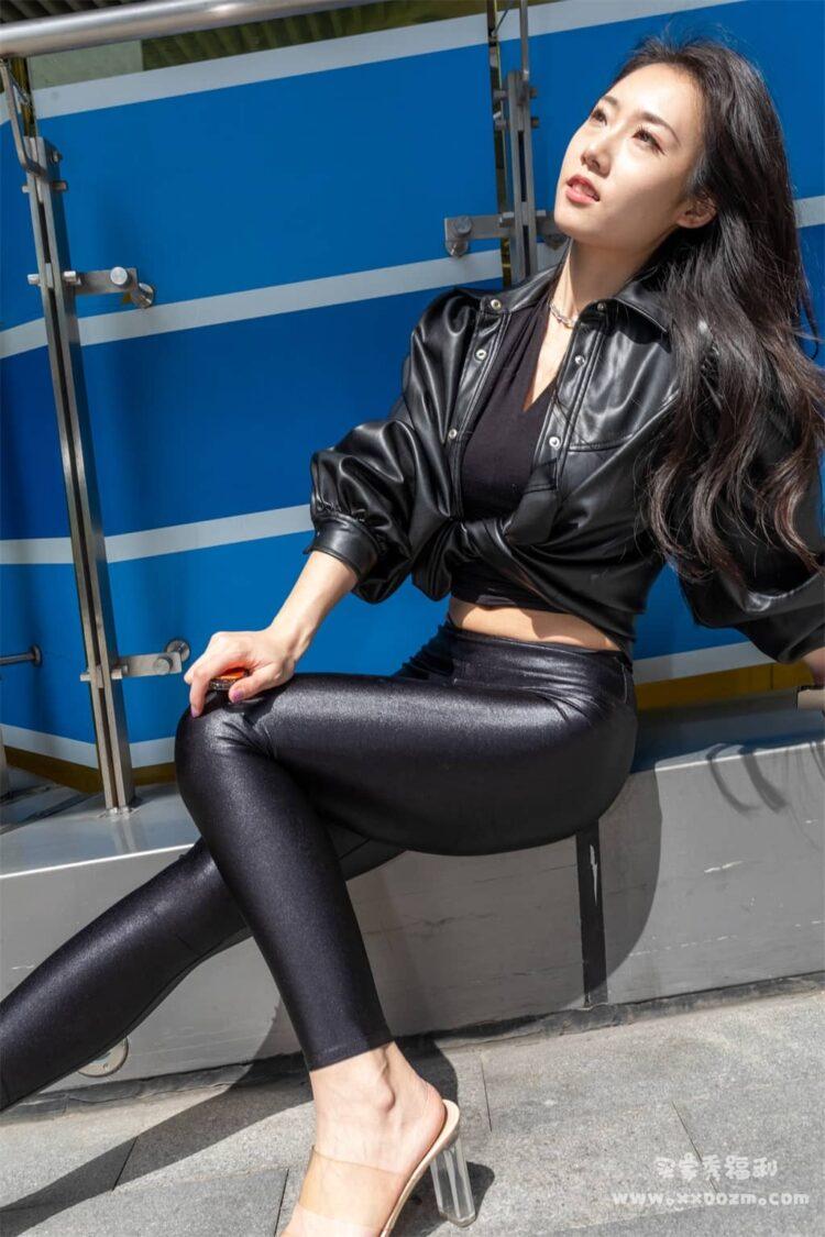 紧身皮裤配黑色蕾丝小姐姐街拍写真视频下载【264P/2V/14.9GB】