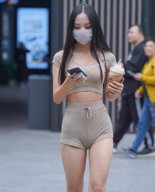 超短瑜伽裤小姐姐演绎一线天街拍写真视频下载【417P/4V/11.4GB】