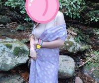 她秘女户外露出易穿脱连衣裙 迫不及待的去野外试了试衣服